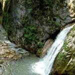 Cascada-saritoarea-Bohodeiului-20110415112608