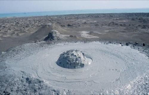 Vulcanii-noroiosi-de-la-Paclele-Mari