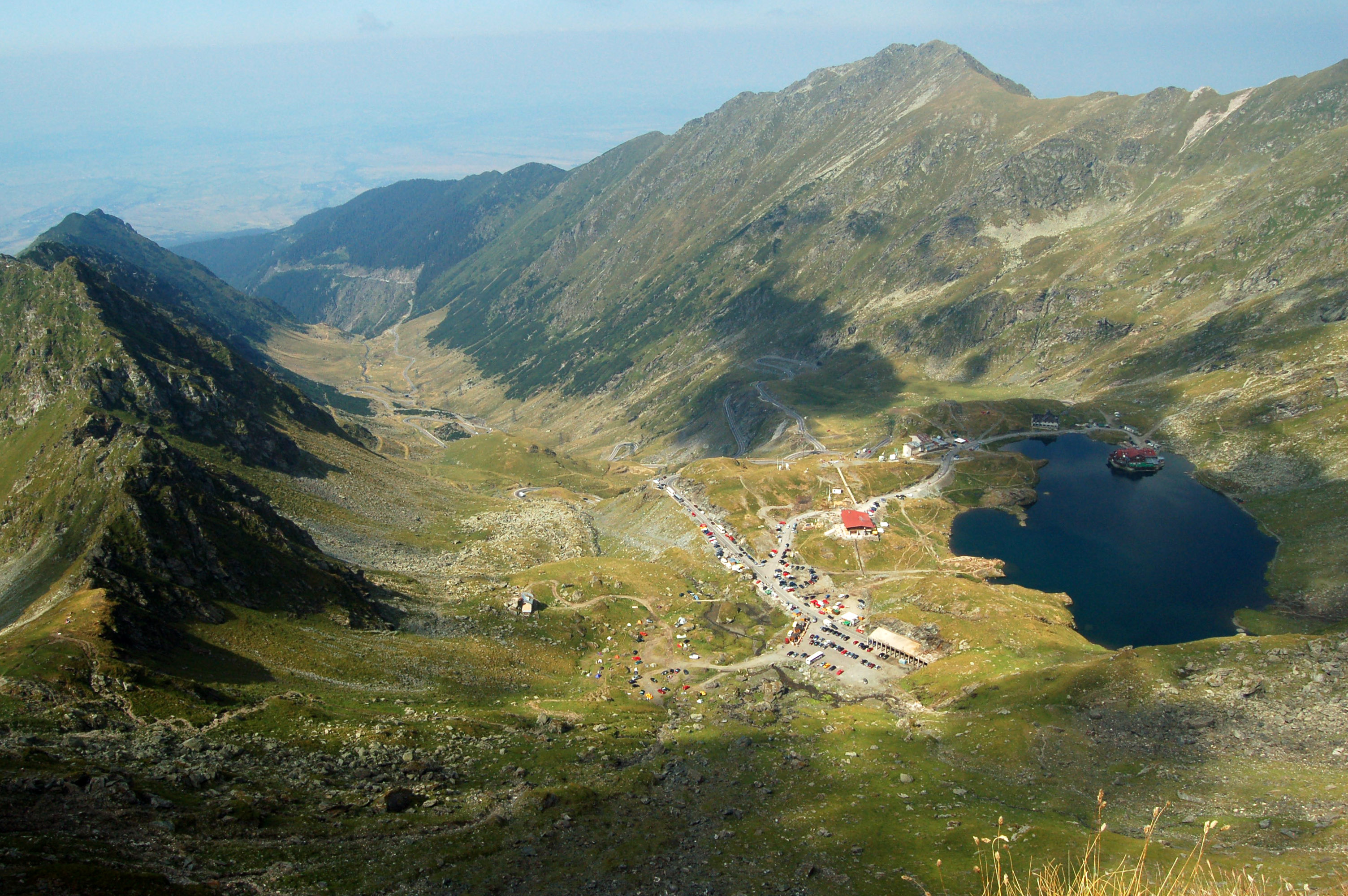 Transfagarasan_road_with_Bilea_Lake