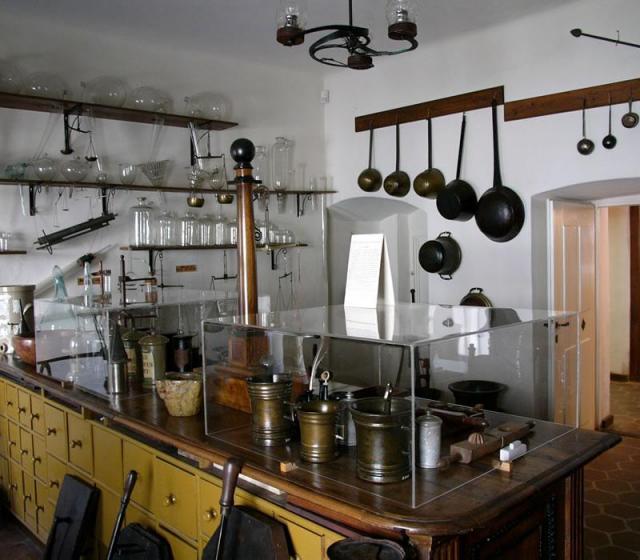 Muzeul-de-Istorie-a-Farmaciei-din-Sibiu-Galerie-foto--1325584047-3.555987-[640x480]