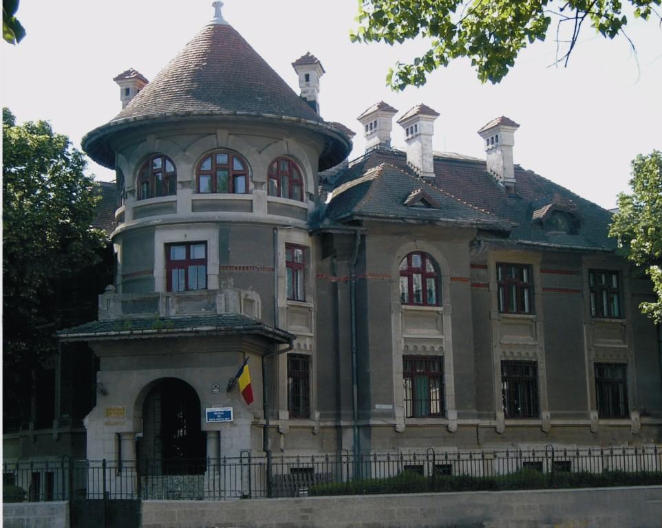Muzeul-de-etnografie-si-arta-populara