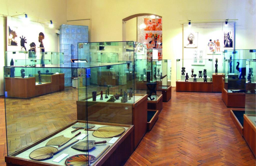 muzeul-de-Etnografie-Universală-Franz-Binder-1024x664