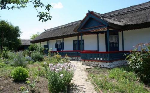 un-secol-intr-un-singur-loc-s-a-redeschis-muzeul-satului-nord-dobrogean-de-la-enisala