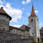 1_2Turnul de intrare situat pe atura sudica a Castelului Bethen Sukosd