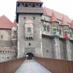 castelul-corvinilor-intrare
