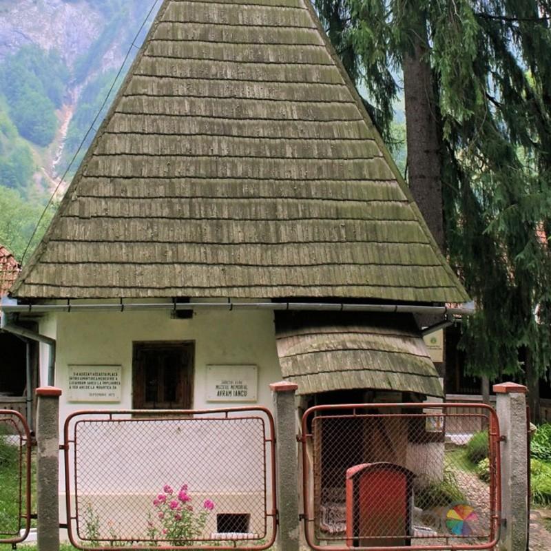 muzeul-memorial-avram-iancu-din-alba-iulia-vedere-din-fata
