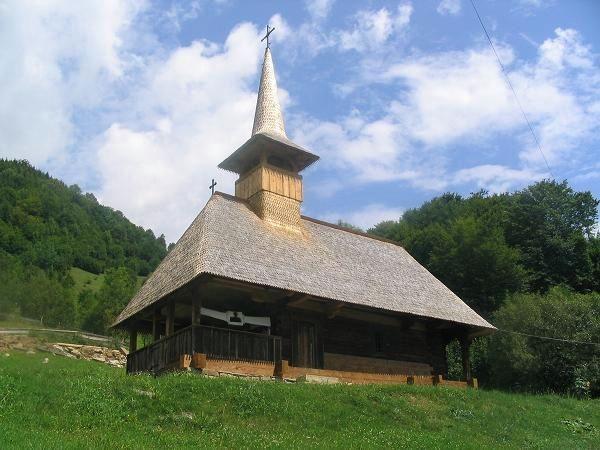 Biserica-de-lemn-a-manastirii-Buna-Vestire-din-Cormaia-20110627162146