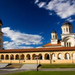 Catedrala-Arhiepiscopală-din-Alba-Iulia-vedere-de-ansamblu