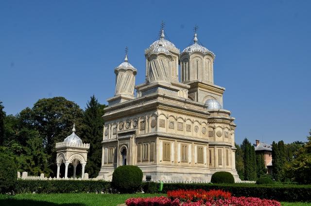 Catedrala-Arhiepiscopala-Din-Curtea-De-Arges