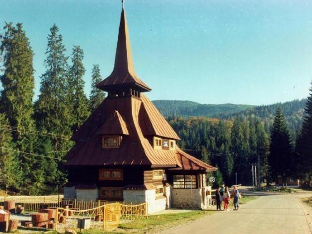 Manastirea-Sfintii-Apostoli-Petru-si-Pavel-din-Stana-de-Vale-20110503105009
