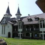 Manastirea_Nasterea_Maicii_Domnului_din_Piatra_Fantanele,_judetul_Bistrita-Nasaud5