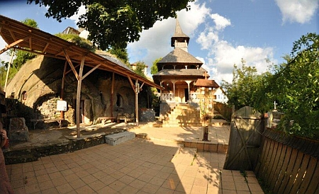 manastirea-cetatuia-negru-voda-7