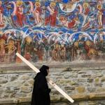 Maica batand toaca-Manastirea Moldovita-01