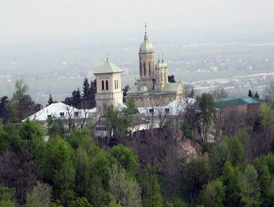 Manastirea-Dealu-Mare-2-550x415