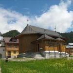 Manastirea-Rarau-11