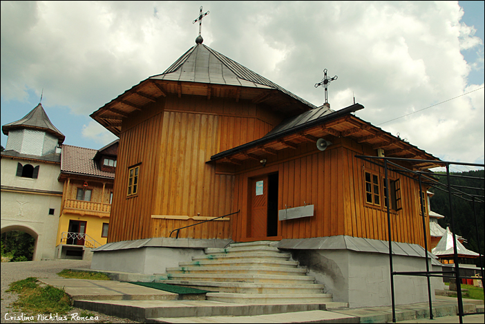 Manastirea-Rarau-foto-Cristina-Nichitus-Roncea