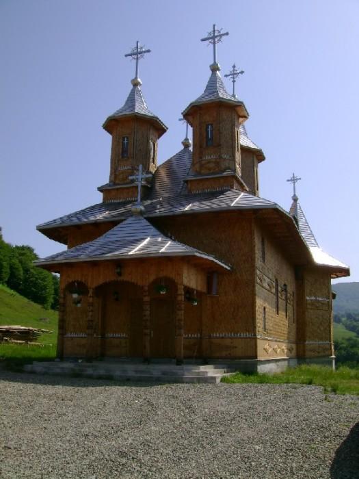 Manastirea-Sfanta-Treime-Moiseni--20101123121016