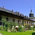 Manastirea-Sihastria-20120410093139
