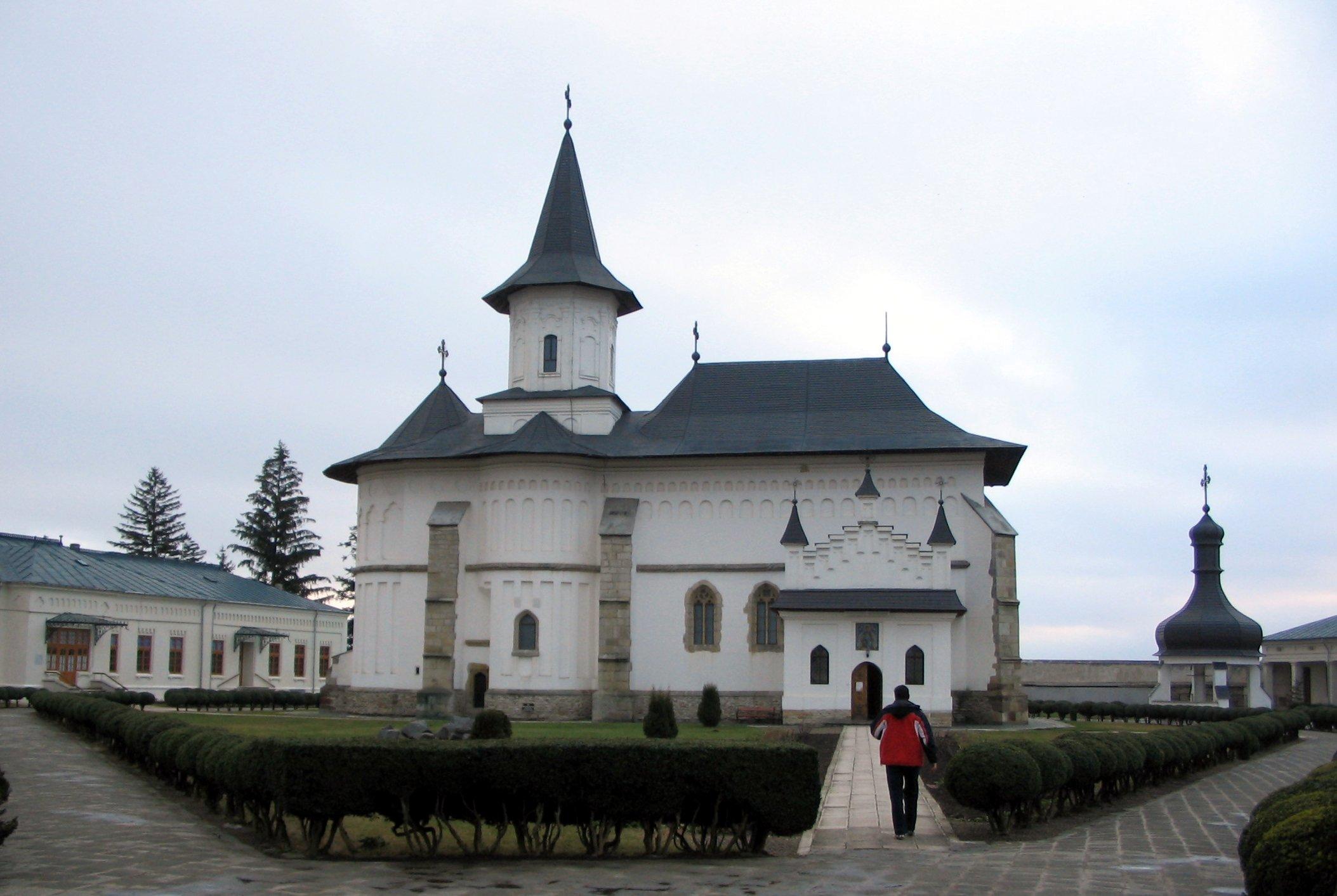 RO_NT_Roman_catedrala_episcopie