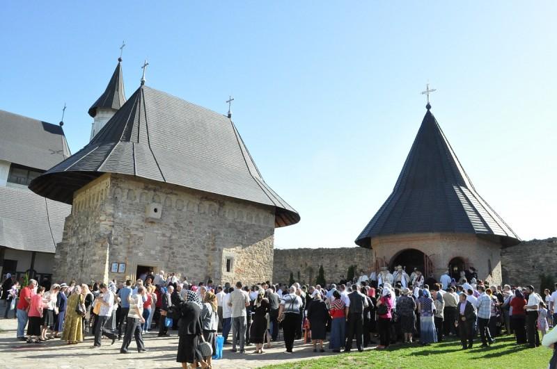 altar_vara_si_biserica