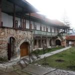 interior-MANASTIRE-Saracinesti