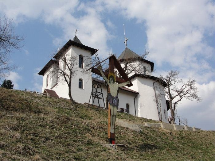 manastirea-pestera_51011cb960245
