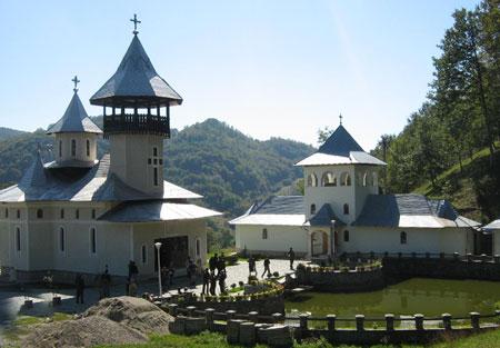 manastirea-vaca-crisan-(3)
