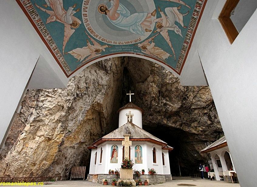 manastirea_ialomitei_romanialapas