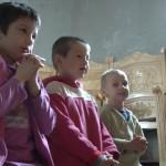 preotul-care-face-minuni-pentru-copii1_10240576