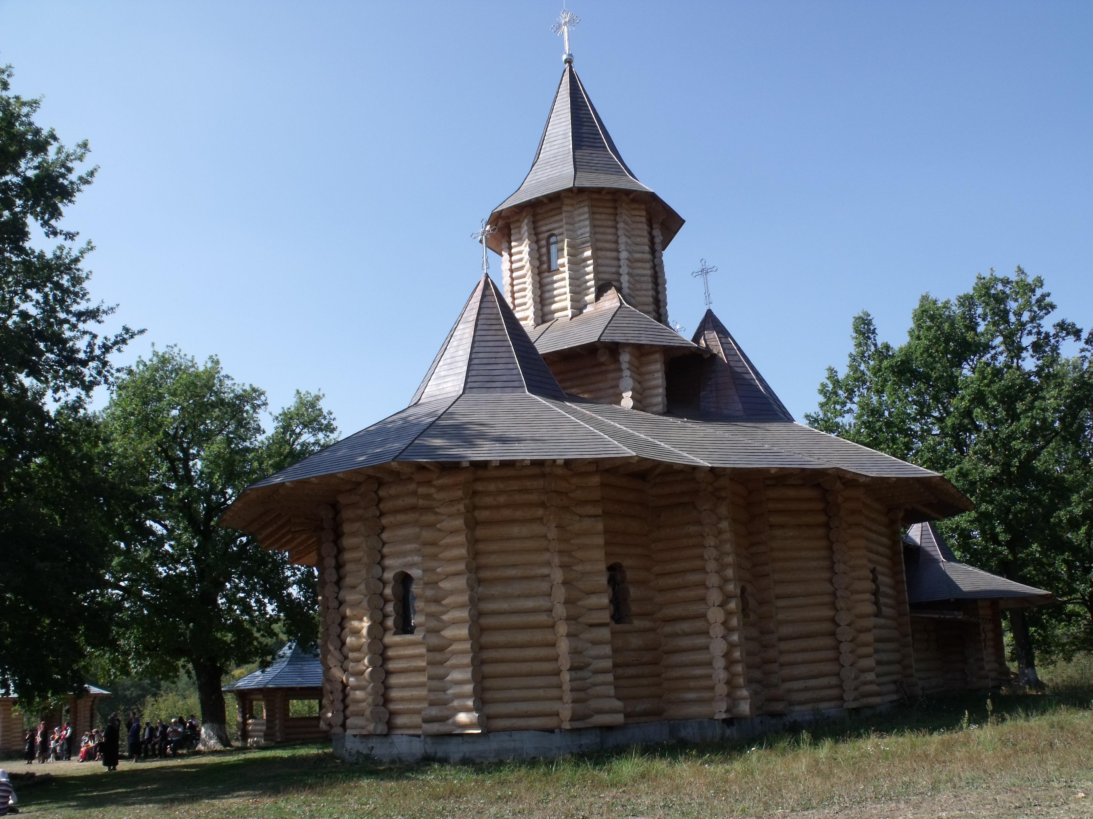 schitul-sfintilor-apostoli-petru-si-pavel_55b9f193af742c